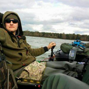 Mein schwimmendes Brolly 7 Tipps fürs Karpfenangeln vom Schlauchboot